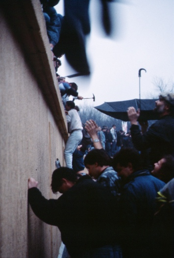 The fall of the Berlin Wall, 1989 (Wikimedia Commons)