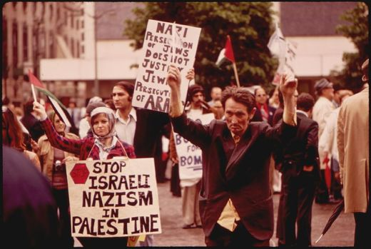 Fountain Square in downtown Cincinnati: Pro-Arab pickets at Israeli birthday celebrations in 1973 (Wikimedia Commons)